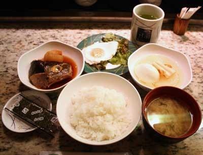 ボリューム満点!「回転朝食」(500円)でこれだけ食べられる