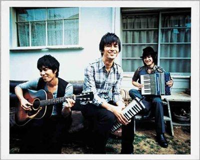 キッサコ、左から薬師寺さん、田中さん、麻生さん
