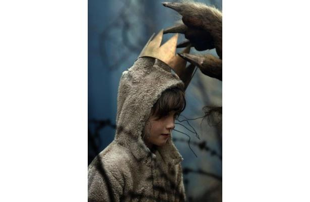 マックス役を演じたマックス・レコーズ。劇中、オオカミの着ぐるみを愛用している