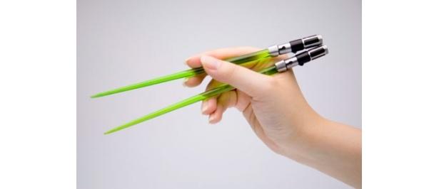 ヨーダのライトセーバーをイメージした箸。サイズは子供用?