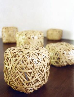 竹のやたら編みスツール。左手前は99.750円