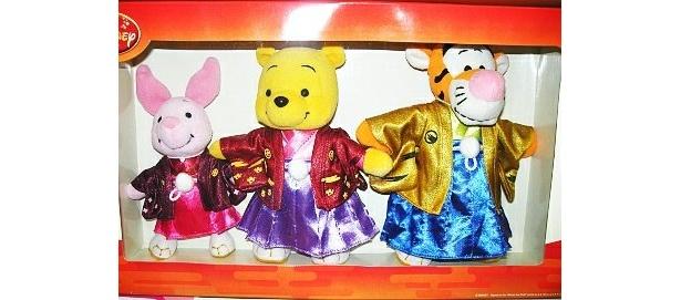 一番人気はプーさん、ピグレット、ティガーがお正月用の着物を着たかわいいぬいぐるみ3点セット(5250円/先行発売)