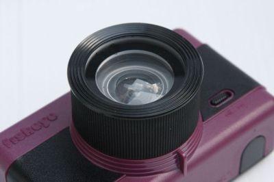"""魚眼レンズで円形の世界を映し出すトイカメラ""""Fisheye(フィッシュアイ)35mmフィルム""""(6090円)"""