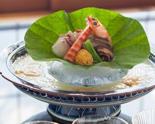 日本料理「花暦」の日本一細いと言われる三輪山本のそうめん「白髪」を使った「夏陰 素麺」