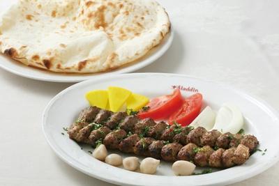 日本にいながら珍しいイラン料理が楽しめる「アラジン」