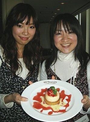女子大生が考案!大妻女子大学の古谷さん(左)と間野さん(右)