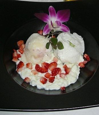 「日本料理 東武菜苑 独楽」では、中華風のアイスクレープが食べられる(単品380円)