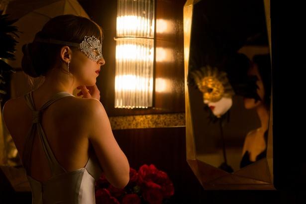【写真を見る】身も心も大人な女性に成長していくアナ(ダコタ・ジョンソン)