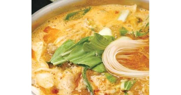 漢方薬としても用いられるゴマをたっぷりと使った「金胡麻坦々鍋」(鍋と串揚げ「金山鍋蔵」)