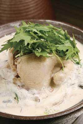 10種類から選べる豊富な鍋が特徴の「名古屋 鍋吉」(名古屋・栄)。「白湯タジン鍋」(1人前1754円)は、ヘルシーで極ウマ!