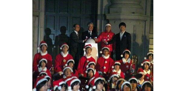 平松市長、橋下知事、そしてやしきたかじん氏が点灯スイッチをオン!