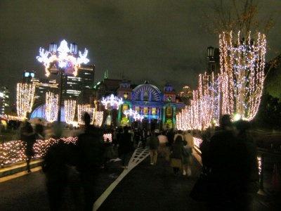 中央公会堂に続く中之島通りは、まるでフランスのよう!