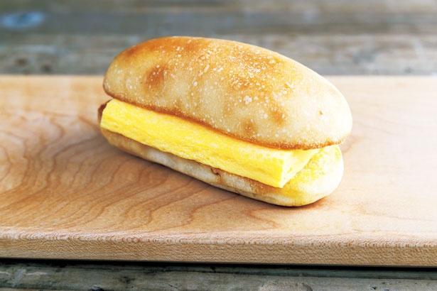 元寿司職人が作ることで話題の「すしやの玉子サンド」(410円)/CAMELBACK sandwich&espresso