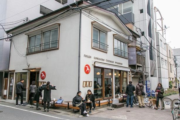一軒家をリノベーションした「Fuglen Tokyo」は、北欧家具のギャラリーも兼ねインテリアも販売
