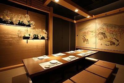 個室「加持峰」はふすまに描かれている/龍馬邸