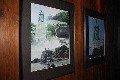 廊下に飾られた竜馬の写真/龍馬邸