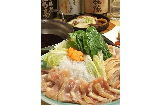 軍鶏鍋をアレンジし、しゃぶしゃぶで食べる「大江戸!!竜馬鍋」(1554円)/かまくら 上野店