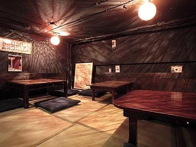 店内には、幕末志士たちの写真が飾られ、畳敷きの店内は、まるで秘密会議の場所のよう!?/幕末居酒屋 やんなはれ