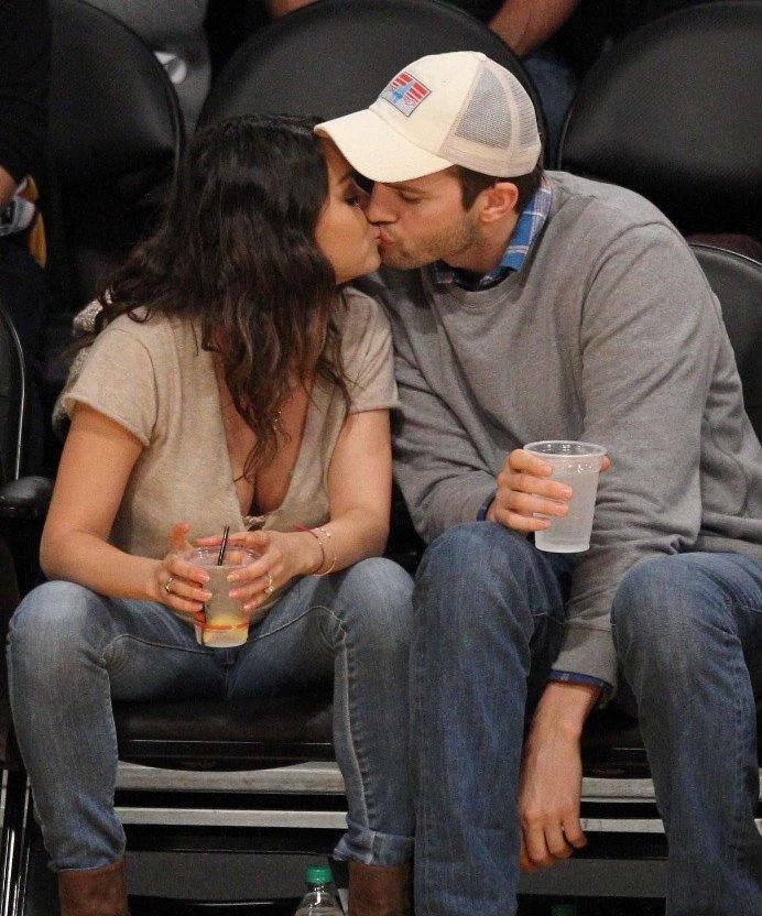 【写真を見る】キスを交わすアシュトン・カッチャーとミラ・クニス