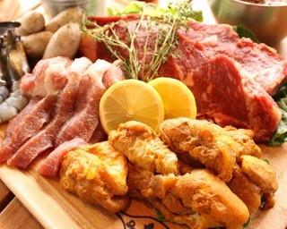 「JO-TERRACE OSAKA」は飲食店やランナーサポート施設を含む20店舗のショップが集まった新スポット