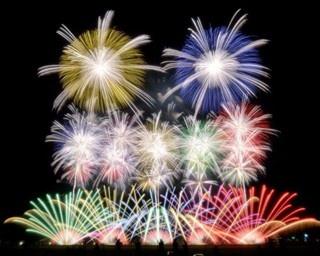 全5部のプログラムを約1万4000発の花火で表現「おんまく花火 ~初心~」