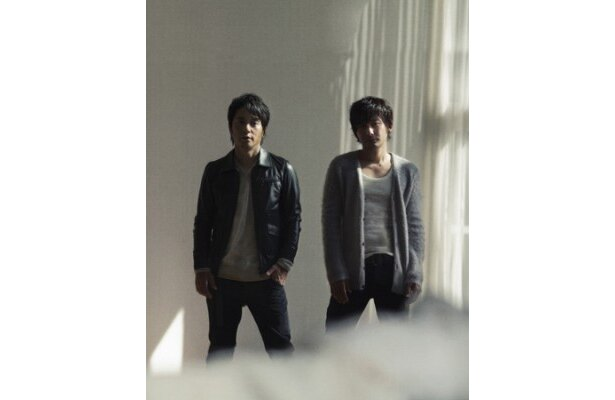北村一輝主演ドラマ「宿命―」の主題歌を担当するポルノグラフィティ。写真左より岡野昭仁、新藤晴一