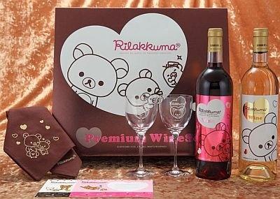「リラックマ プレミアムワインセット」。すべてにリラックマとハート柄がデザインされた、究極の癒しワインセットの誕生!