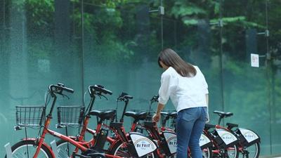 サイクルポートで自転車を借りるシーンからスタート