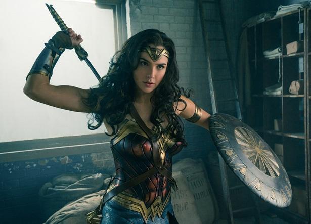 【写真を見る】最強美女戦士が活躍!『ワンダーウーマン』は8月25日(金)より公開