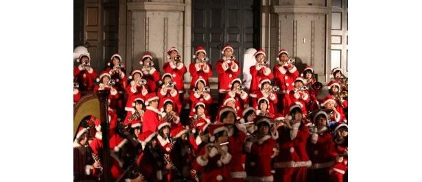 クリスマスにまつわる名曲をメドレーで演奏♪