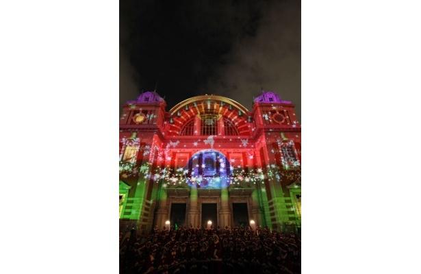 「大阪市中央公会堂」は光絵画が投影される