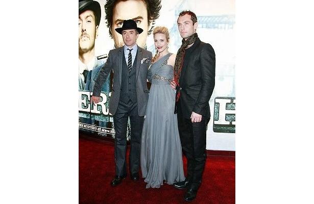 『シャーロック・ホームズ』プレミアで。左からロバート・ダウニーJr.、レイチェル・マクアダムス、ジュード・ロウ
