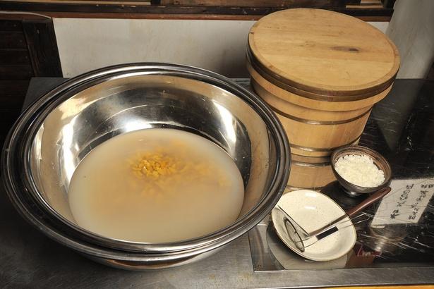 「田村岩太郎商店」/「朝うにぶっかけ丼」のウニはここからすくう