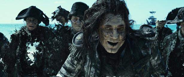 """ジャックの敵として立ちはだかるのは""""海の死神""""サラザール(『パイレーツ・オブ・カリビアン/最後の海賊』)"""
