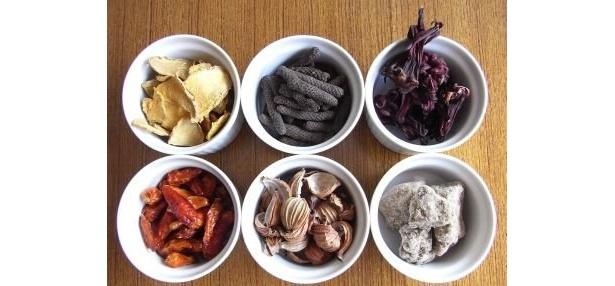 秋ウコンやピパーツと呼ばれる島胡椒など、石垣島の香辛料がふんだんに使われている 【ほか商品画像あり】