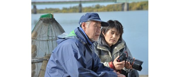 漁師として故郷にとどまる父を嫌っていた剛だが、次第に心を開いていく
