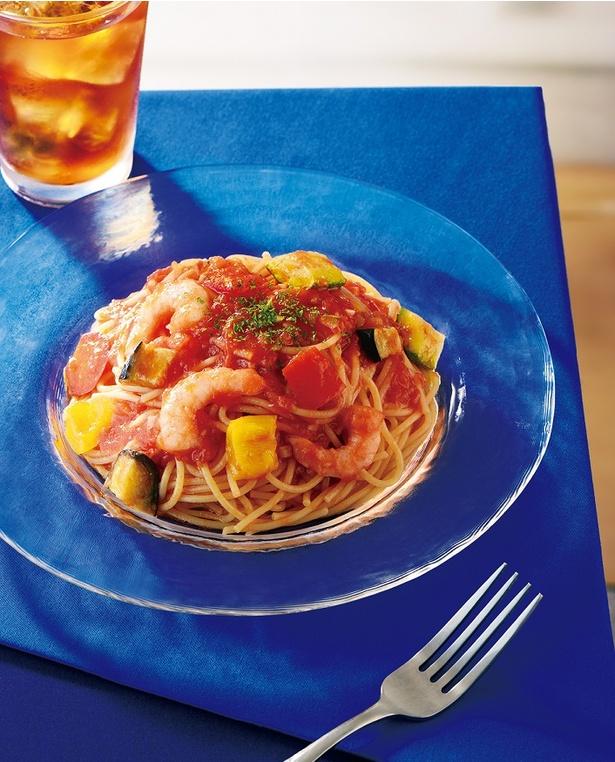 【写真を見る】冷製パスタ 海老と夏野菜のトマトソース