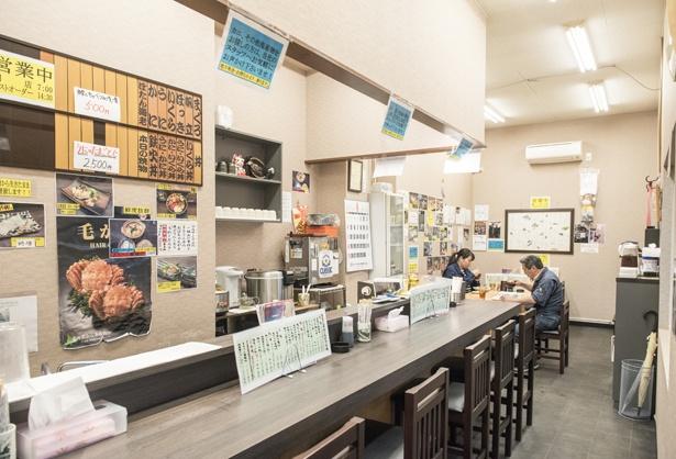 店内は美味しそうな料理の写真が多く、メニュー選びに悩んでしまいそうだ