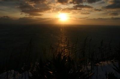 【地球岬】どこまでも続く雄大な水平線がオレンジ色に染まる様子は圧巻!!