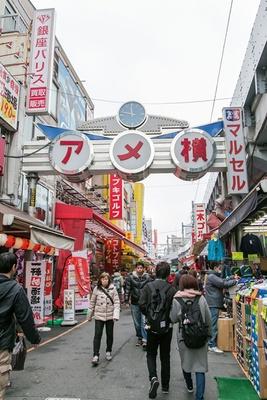 激安商店街や飲み屋街など下町風情に溢れ、いつも店員や観光客の活気で満ちている上野