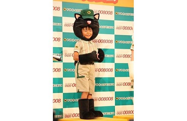 【その他会見画像はコチラ】黒ネコ姿が超キュート!