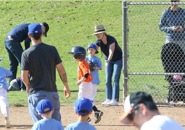 息子の所属する野球チームの応援に出かけるなど、ママを頑張っている
