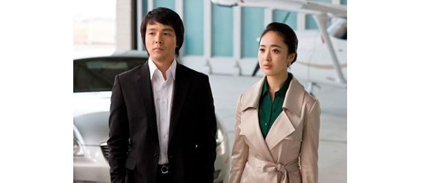 資金繰り担当として作戦に協力することになるソヨンを演じるのは『恋の罠』(06)のキム・ミンジョン