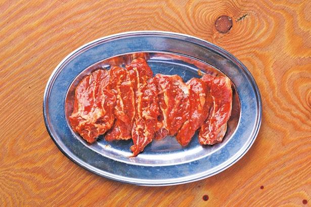 「ウチズラ」(756円)。赤身に近い肉質で旨味が濃厚/デンスケ 天満店