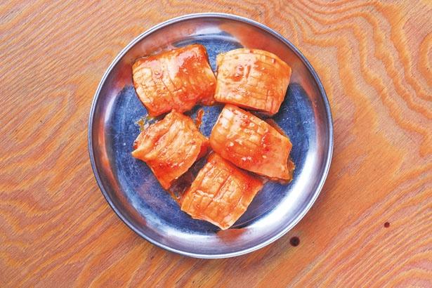 「上ミノ」(810円)。コリコリ食感が人気の第1胃/デンスケ 天満店
