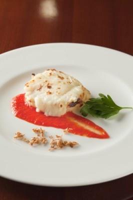 シェラトンホテル札幌のメイン料理は、鮟鱇のメダイヨンオーブン焼き 赤ピーマンのピューレ