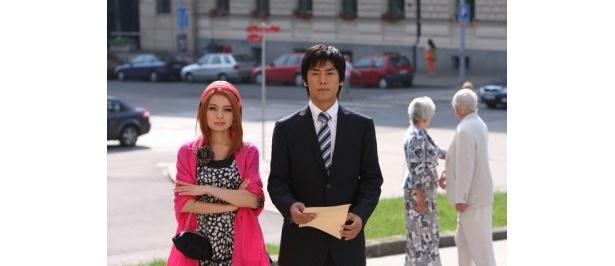 ベッキーはロシア語はまったく話せないけど……ロシア人留学生のターニャ役。右は福士誠治扮するオーボエの黒木くん
