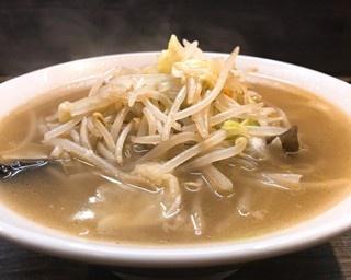看板メニューの「湯麺(タンメン)」(800円)