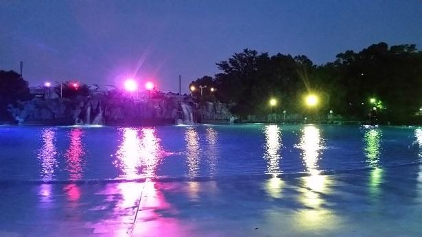 光の演出がバージョンアップする「ザ・パーティーナイトプール」