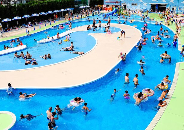 【写真を見る】巨大流水プール「ドンブラー」